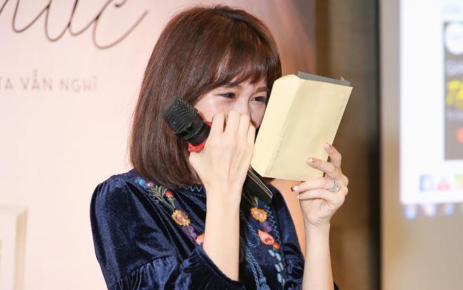 Hari Won khóc khi Trấn Thành nói yêu rất nhiều trong sự kiện