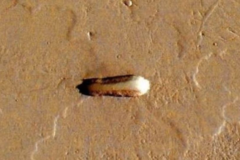 Phát hiện tàu mẹ của người ngoài hành tinh trên sao Hỏa?