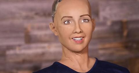 Cấp quyền công dân cho robot Sophia đúng hay sai?