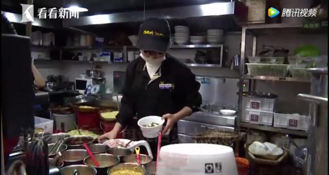 9X Trung Quốc mua đồ ăn cho người vô gia cư và cái kết có hậu