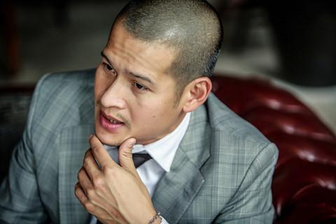 """Bị dừng vở thực cảnh, Việt Tú tố """"chúa đảo Tuần Châu"""" nợ tiền nghệ sĩ"""