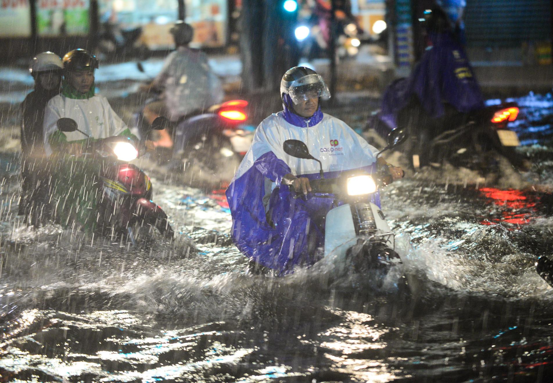 TP.HCM lên phương án sơ tán người trước ảnh hưởng của bão số 12