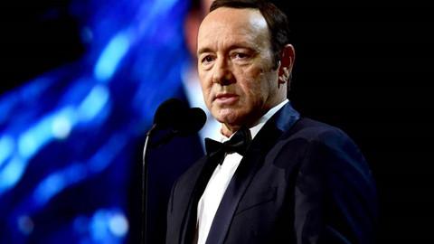 """8 nhân viên phim """"House of Cards"""" bị Kevin Spacey tấn công tình dục"""