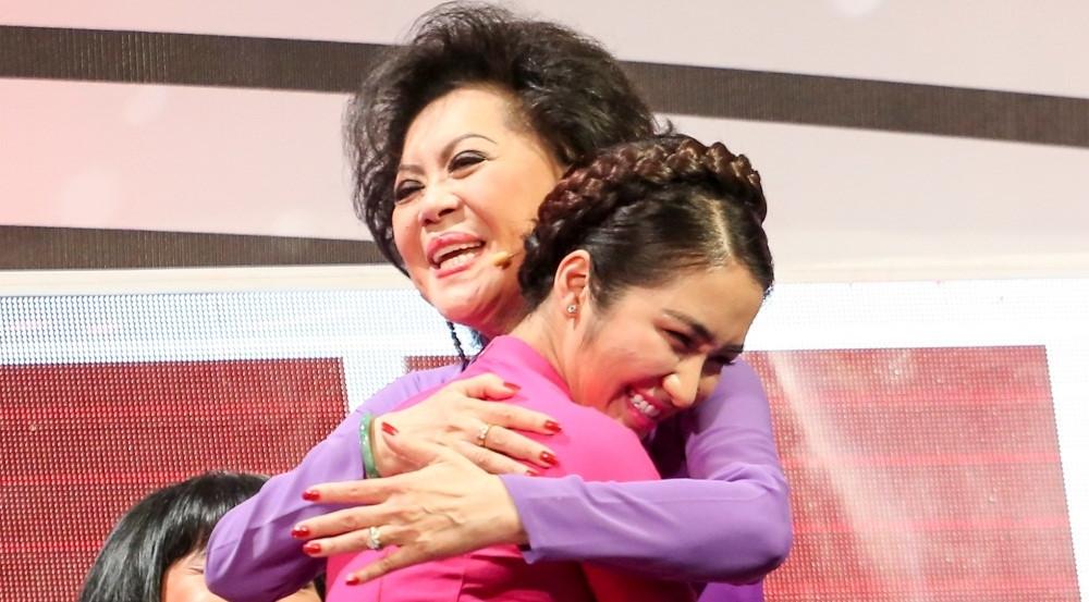 Phi Nhung nhường Hòa Minzy cho mẹ nuôi Giao Linh