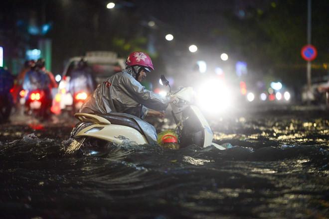 Triều cường kèm mưa do bão số 12, Sài Gòn sẽ bị ngập