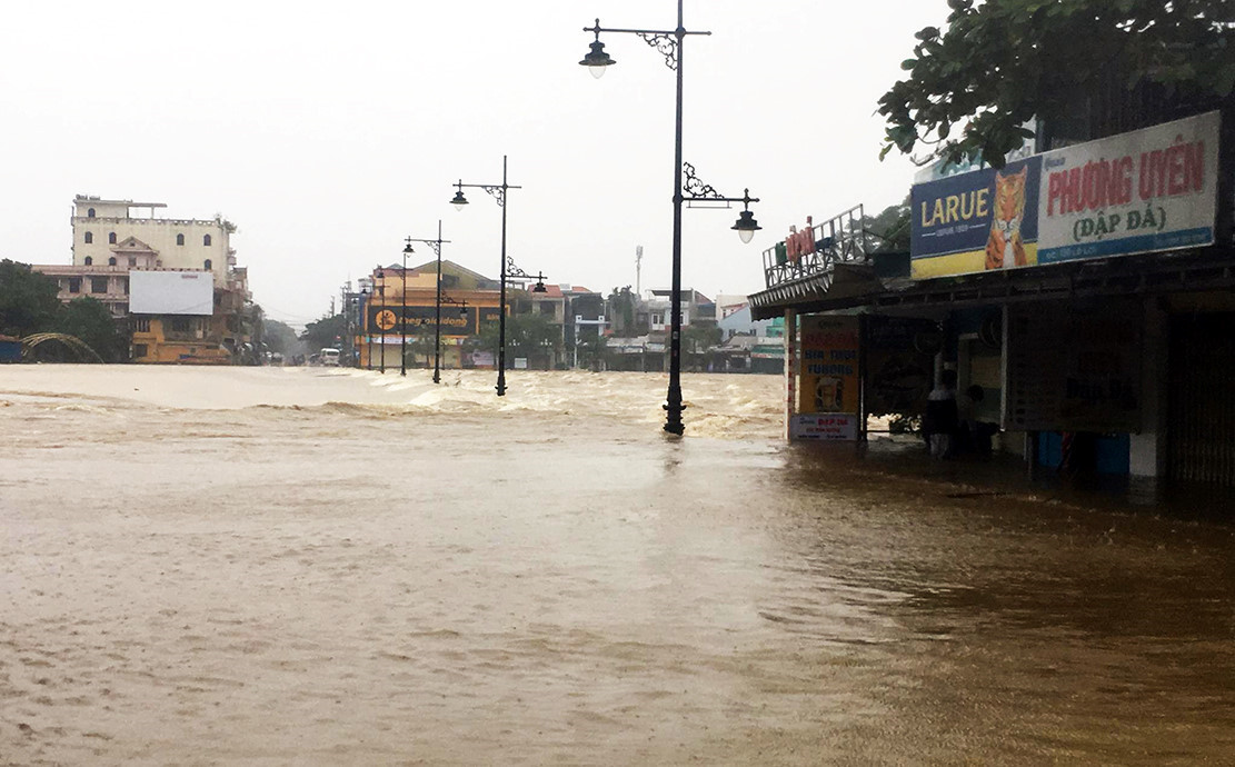 Bộ trưởng Nông nghiệp: Nhiều lưu vực sông đang ẩn chứa thảm họa