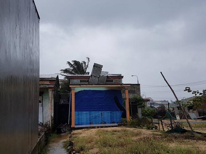 Lốc xoáy khiến 86 ngôi nhà ở xã đảo Tam Hải bị sập, tốc mái