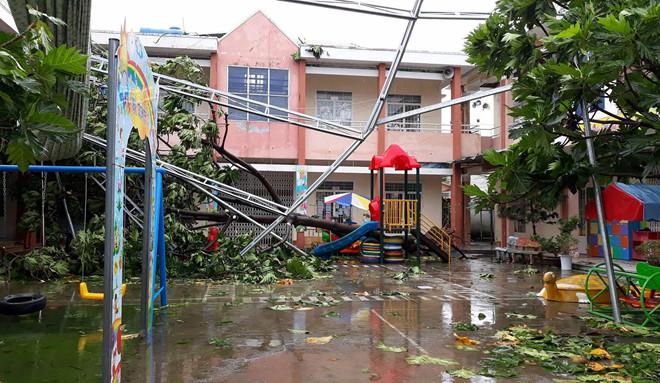 Hàng trăm nghìn học sinh Khánh Hòa nghỉ học do bão số 12