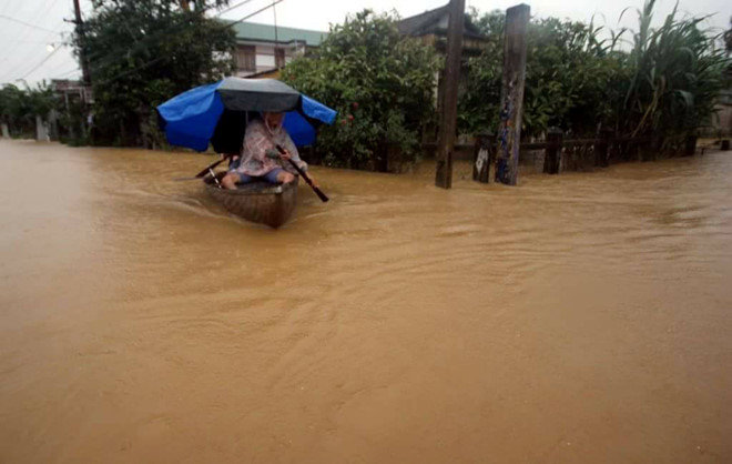 Nhiều người chết, mất tích trong mưa lũ ở Huế, Quảng Nam