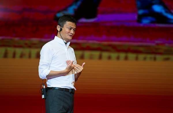 Jack Ma chia sẻ cùng các bạn sinh viên về những kinh nghiệm đã trải qua khi xây dựng nên một tỷ phú như ngày hôm nay