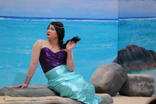 Tự Long đả kích các cuộc thi hoa hậu trong Ơn giời mùa 4