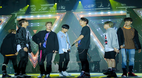 iKon và Noo Phước Thịnh cháy hết mình trên sân khấu