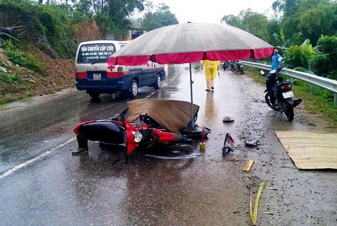 Hai xe máy đấu đầu trên quốc lộ, 3 người tử vong