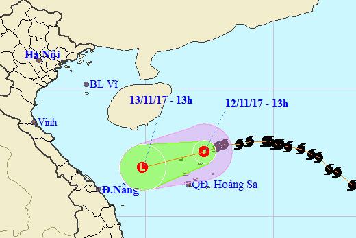 Bão số 13 suy yếu trên Biển Đông