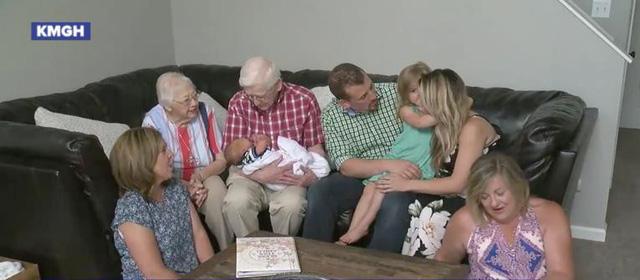 Gặp gỡ gia đình có 3 thế hệ đều cùng ngày sinh nhật