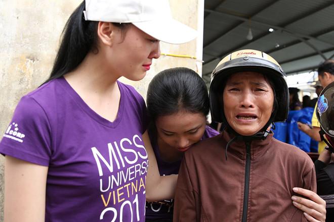 Thí sinh Hoa hậu Hoàn vũ khóc vì nỗi khổ của người dân sau bão số 12