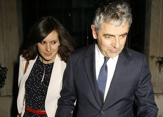 """""""Mr Bean"""" sắp có con ở tuổi 62 với bạn gái 33 tuổi"""