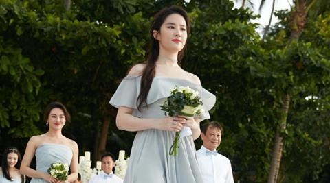 """Những lần sao nữ Trung Quốc """"chiếm sóng"""" của cô dâu ở lễ cưới"""