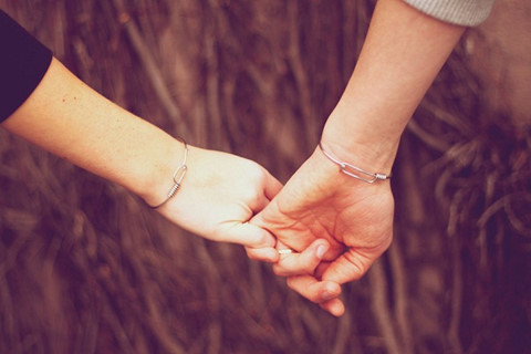 Bị bạn gái mắng, bắt taxi về trước vì yêu 2 tháng vẫn chưa nắm tay