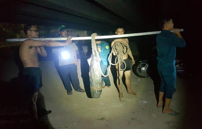 Phát hiện hai quả đạn pháo dưới chân cầu ở Đồng Nai