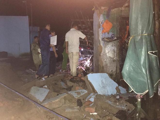 Sập nhà, 3 người trong gia đình bị thương