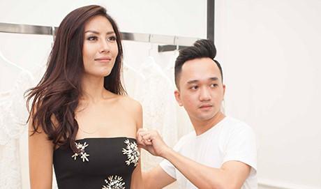 """Bị chê """"quê"""", Nguyễn Thị Loan khoe trang phục mới tại Hoa hậu Hoàn vũ"""