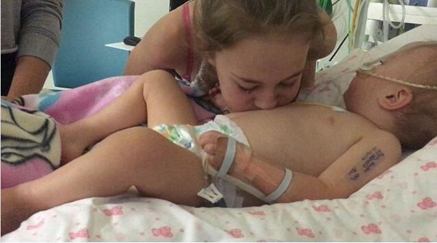 Nụ hôn của người chị đã mang đến phép màu cho em gái sắp qua đời
