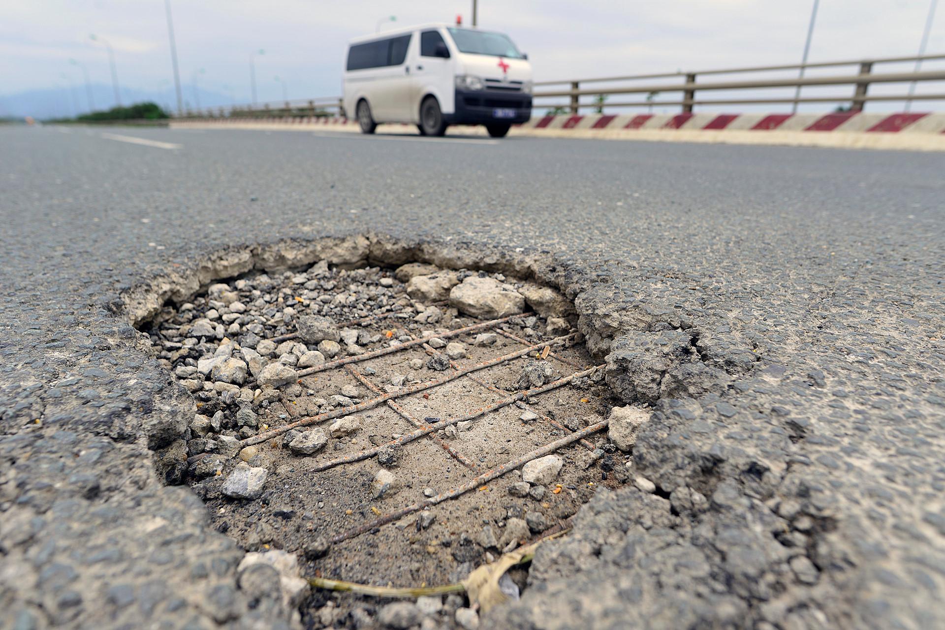 Cận cảnh những đường vành đai ở Hà Nội bị xuống cấp