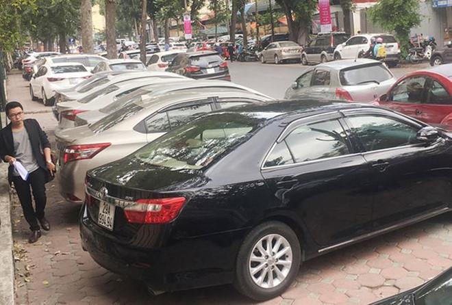 Gần 60.000 m2 vỉa hè Hà Nội biến thành bãi giữ xe