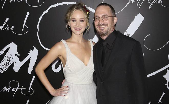 Jennifer Lawrence chia tay đạo diễn hơn 22 tuổi