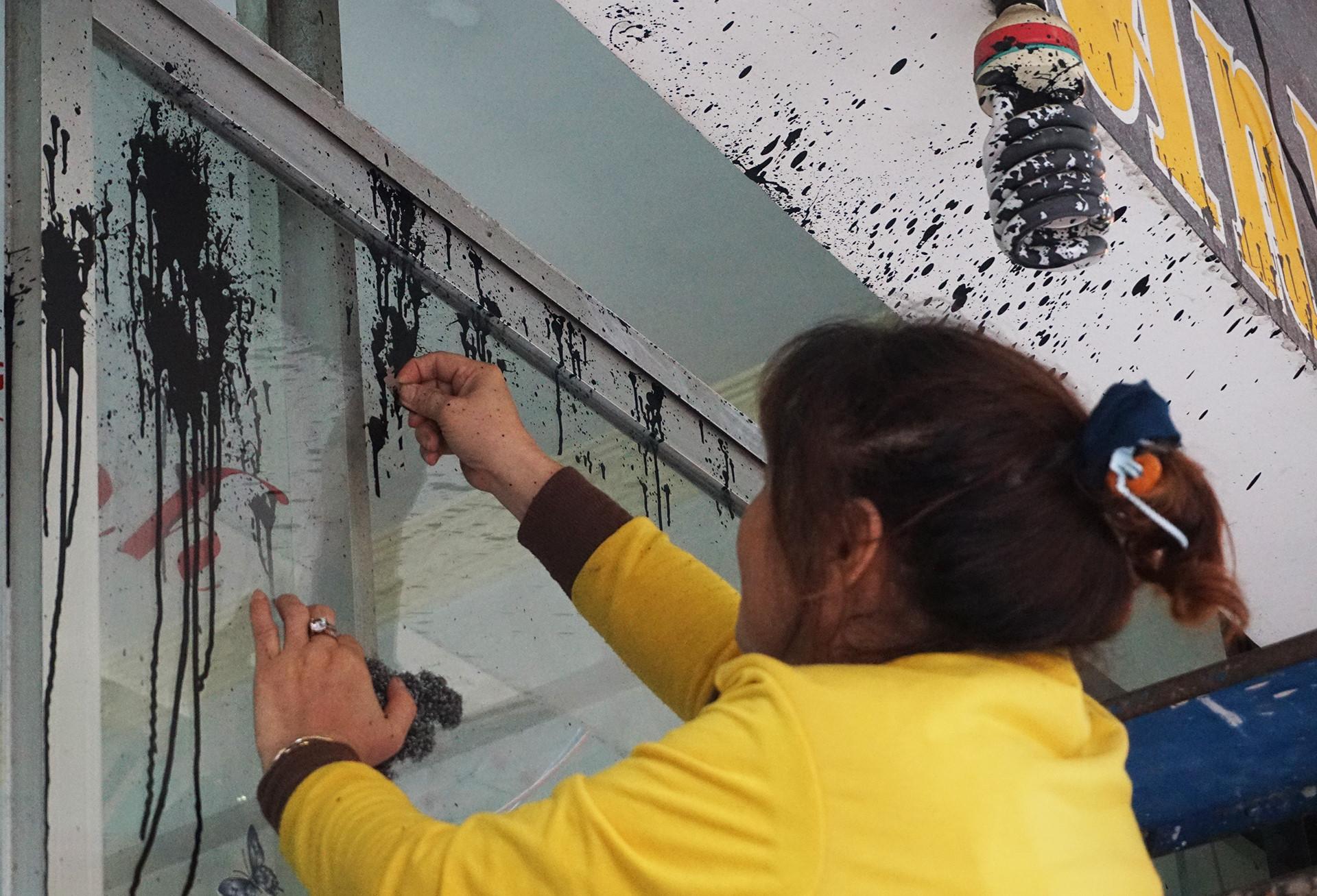 """Ba nhà dân ở Đà Nẵng bị """"khủng bố"""" bằng sơn và nhớt bẩn"""