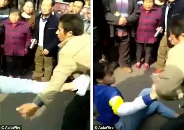 Bị tịch thu smartphone, thiếu nữ đánh cha mẹ ngay giữa đường