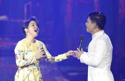 """Mỹ Linh """"run"""" khi hát với Tấn Minh ca khúc của Dương Cầm"""
