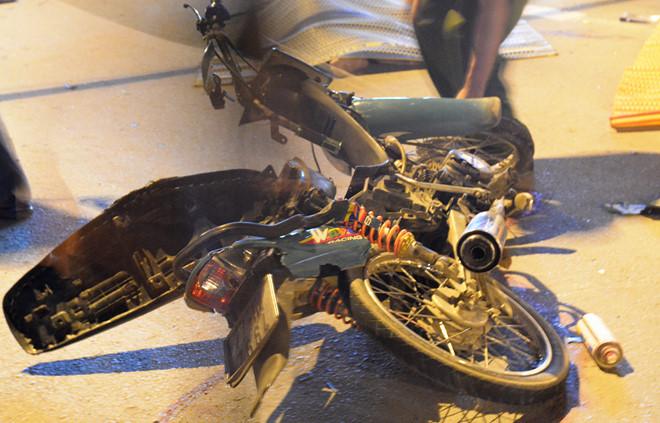 Hai thanh niên tử vong sau tai nạn trong đêm ở Sài Gòn
