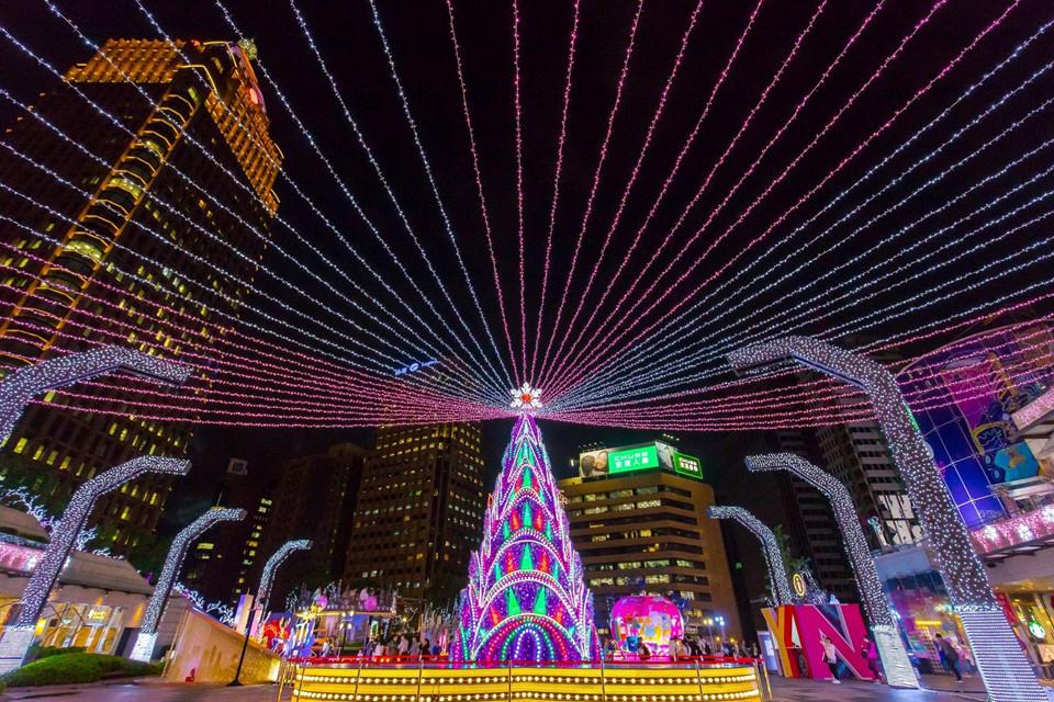 Người Đài Loan giăng đèn kết hoa khắp phố phường đón Noel