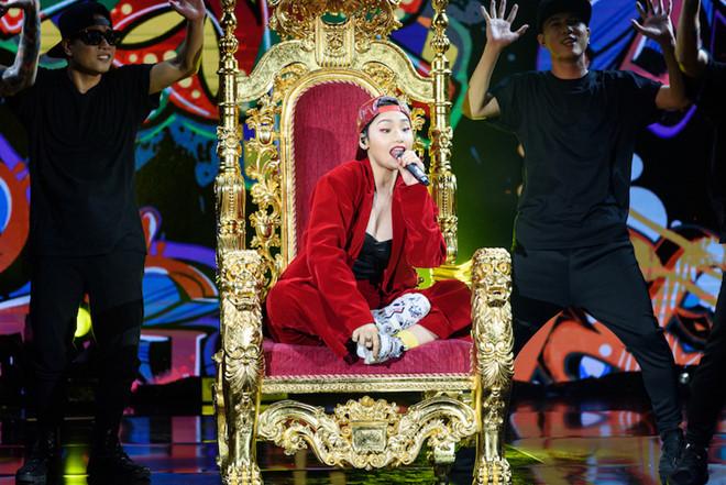 Sau khi bị chê hát dở, Miu Lê đọc rap đáp trả Dương Cầm