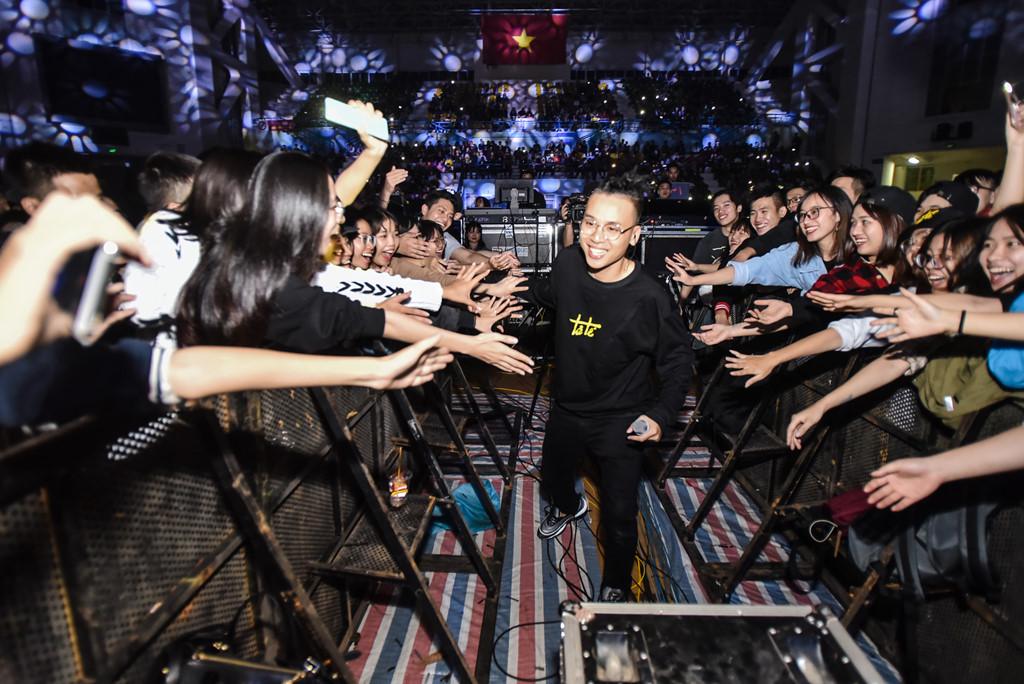 5.000 khán giả xếp hàng dài xem dàn nghệ sĩ Underground biểu diễn