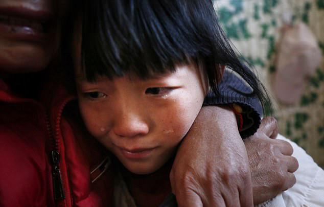 """Cô bé 14 tuổi mắc ung thư: """"Bố mẹ hãy để con đi, đừng chữa bệnh nữa"""""""