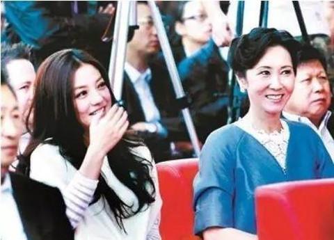 Người đàn bà giúp Triệu Vy nắm quyền thao túng showbiz Trung Quốc
