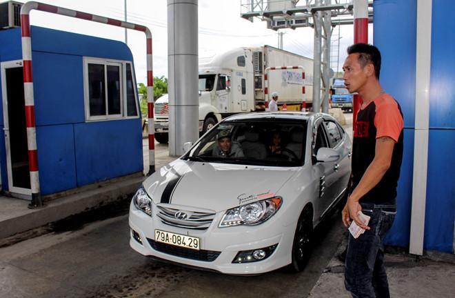 Sau BOT Cai Lậy, tài xế tiếp tục trả tiền lẻ qua trạm BOT Ninh An