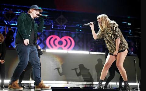 Taylor Swift hát với Ed Sheeran tại đêm nhạc đầu tiên sau khi trở lại