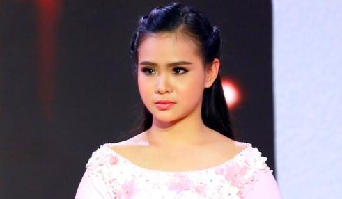 """Phi Nhung chê """"Thiên thần Bolero"""" Quỳnh Trang hát live chưa tốt"""