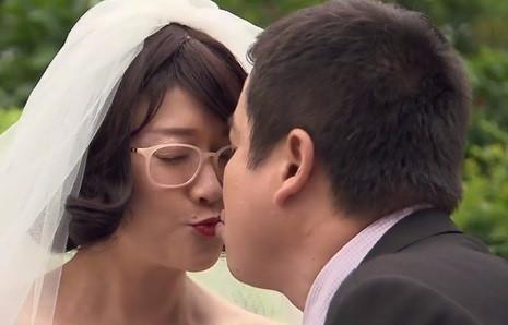 """""""Ghét thì yêu thôi"""": Nụ hôn có một không hai của Chí Trung - Vân Dung"""
