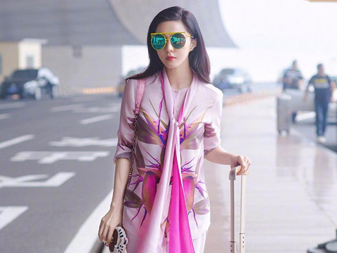 Phối khăn cá tính như Lâm Chí Linh, Phạm Băng Băng