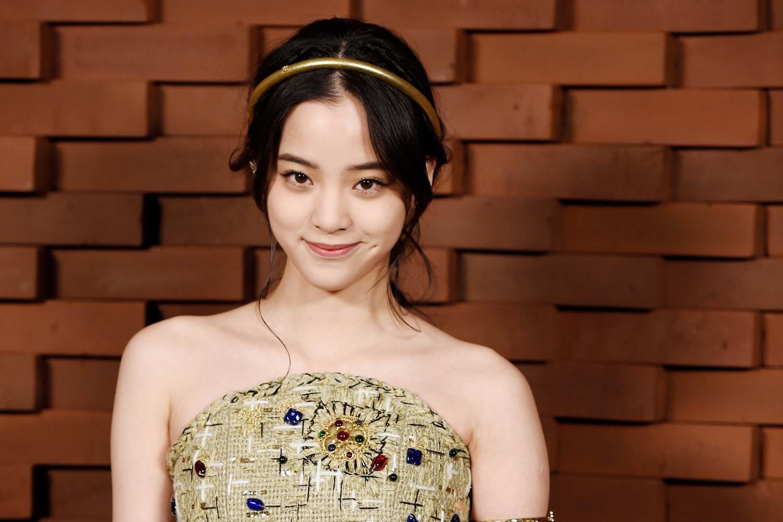 """""""Thần tiên tỷ tỷ"""" 17 tuổi của Hoa ngữ xinh đẹp ở show Chanel"""