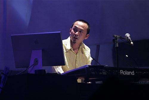 """Nhạc sĩ Quốc Trung đưa lịch sử đất nước vào """"đêm nhạc vàng mười"""""""