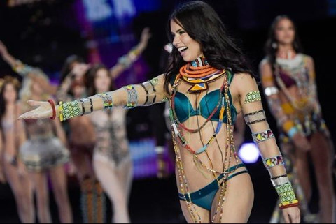Thiên thần Adriana Lima sắp từ giã Victoria's Secret sau 18 năm?