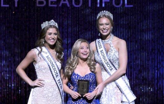 Cô gái mắc bệnh Down giành giải trong cuộc thi hoa hậu ở Mỹ