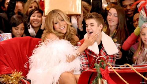 """All I Want for Christmas Is You"" tái xuất Billboard sau 23 năm"