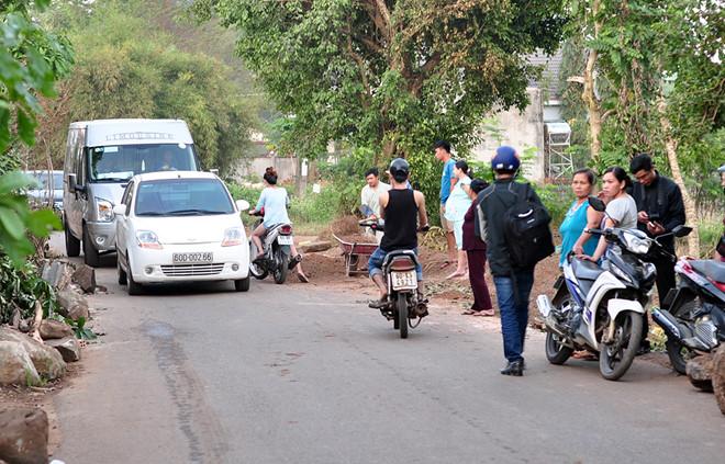 Căng thẳng giữa người dân và tài xế lái xe né BOT Biên Hoà